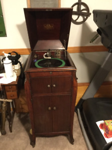 Antique Victrola Gramaphone