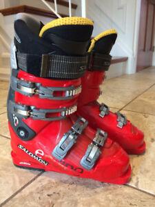 SALOMON Ski Boots - size 26.5 (9)