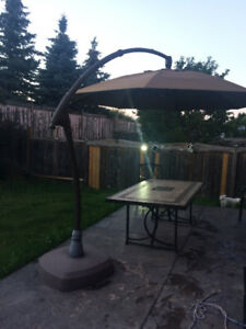 FOR SALE - OUTDOOR PATIO UMBRELLA WITH BASE