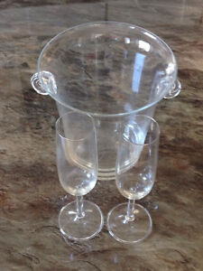 Champagne Ice Bucket with 2 Champagne Flutes