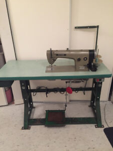 High speed industrial sewing machine