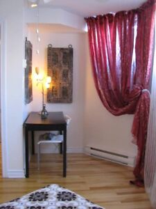 One bedroom suite for rent! Weekly/monthly! Available Jine 1st!