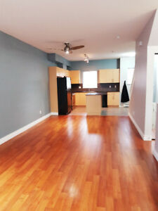 Unfurnished 2bedroom townhouse available now!