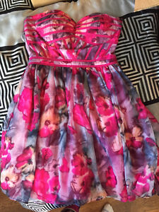 YARD SALE SAT. YOUNG WOMEN'S CLOTHING SHOES ACCESSORIES