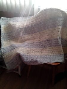 Blanket, hand made, crib size--pale blue & pale yellow NEW West Island Greater Montréal image 3