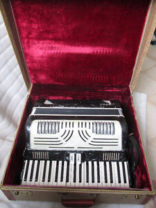 Italy made accordion for sale!