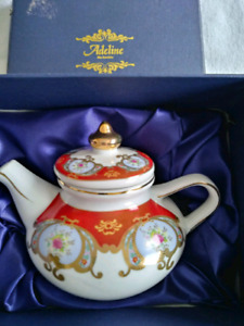 Adeline collector tea pot