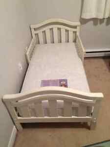 Toddler bed/mattress