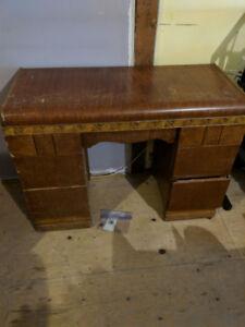Vintage small desk / dresser