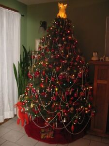 7 1/2' ARTIFICIAL, HINGED  FIR CHRISTMAS TREE