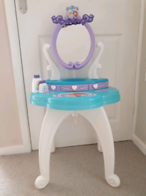 Childs dresser/desk with mirror Frozen