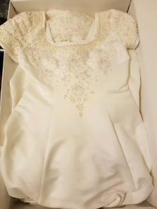 Signature Ivory Wedding Dress size 16