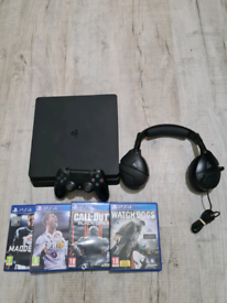 Playstation 4 slim 4 games and headset