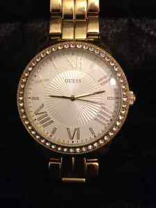 Montre GUESS Crystal Face Dress Watch - prix réduit