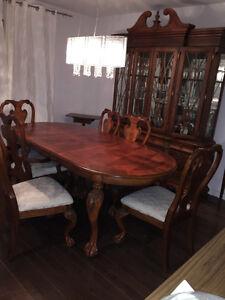 Set de salle manger mobilia haut de gamme mobilier for Table de salle a manger hemisphere sud