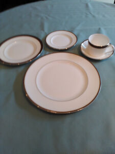 Vera Wang by Wedgewood Sable Duchess 5-piece Place Setting