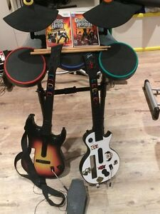 2 Jeux Guitar hero + batterie+ 2 guitar