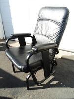 chaise berçante en cuir