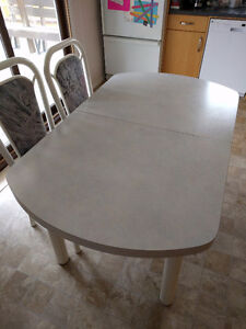 Kitchen table, 6 chairs, 1 extension leaf