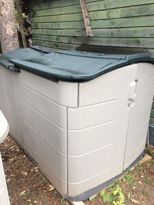 RUBBERMAID SLIDE-LID STORAGE SHED