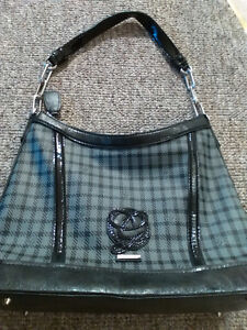 GUESS HANDBAG/PURSE - $20