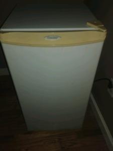 Danby mini fridge $40!!!!!!!! CHEAP