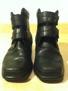 Women's Comfort Leather Shoes Size 9 London Ontario image 4