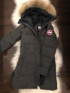 Selling Grey Canada Goose Parka in XS (Amazing Condition)