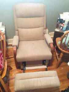 VIntage Beige La-Z-Boy recliner chair $100 or best offer Kingston Kingston Area image 2