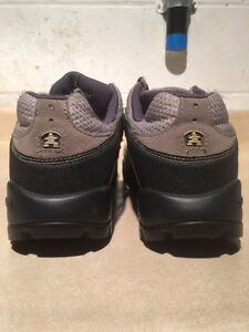 Women's Kamik Hiking Shoes Size 11 London Ontario image 2