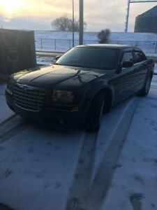 Reduced 6800.00 V6  Chrysler 300 120 km