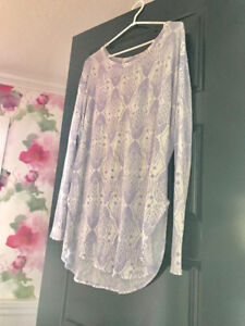 Maternity shirt top size M Medium like new
