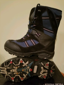 Like new windriver  hyper dry boots