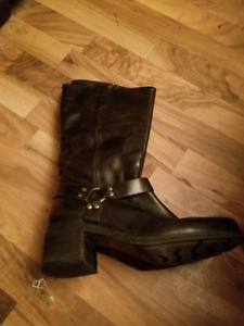 Leather side zipper boots