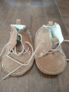 Baby Gap Leather Shoes, size 18-24 months