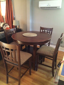 Dining Set - Excellent Condition!