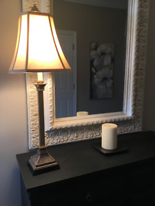 Table lamp in brushed gold