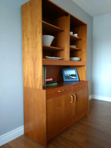 Buffet and hutch / display cabinet