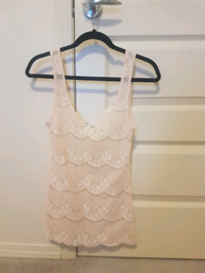 New without tags medium aritzia tank