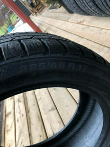 225 45 17 X 2 CONTINENTAL RUNFLAT SSR WINTER, 6/32++ BMW X1 $178