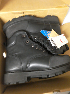 Brand new man size 8 steel toe work boots