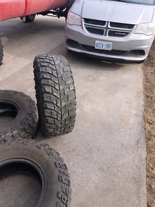 Have 3 Mackey Thompson baja claw TTC LT315/70R17