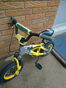 Childs mongoose bike with training wheels