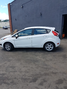 2015 Ford Fiesta Automatique 79 000KM