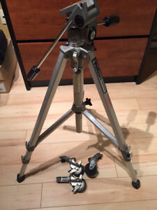 Tripier pour caméra vidéo ou pour caméra avec roues