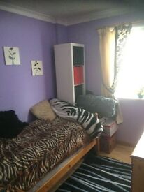 Single room to let 5 minutes walk from General hospital