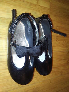 Super cute girls dressy shoes in size 8 Kitchener / Waterloo Kitchener Area image 2