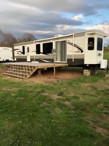 2014 Hampton park model trailer on Grand lake