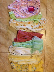 Box of baby girl size 3 months to 12 months clothes. Kitchener / Waterloo Kitchener Area image 3