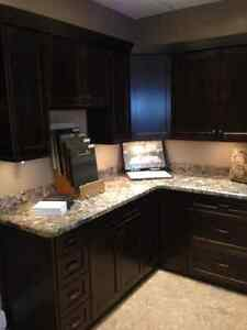 Beautiful Shaker Alder Kitchen with Laminated Countertop